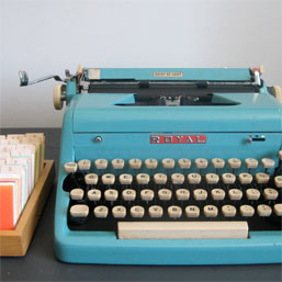 refurbished_royal_typewriter_turq